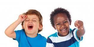Pareja Niños riendo