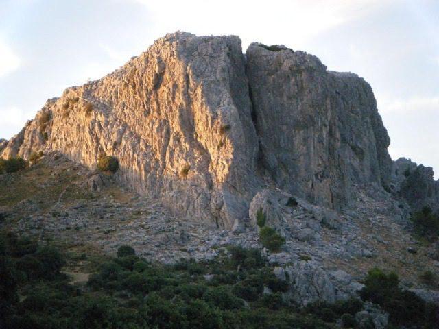 Zona escalada peñon de Benadalid