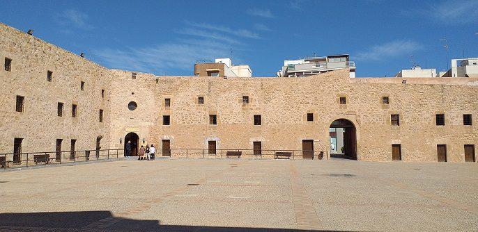 Interior fortaleza santa Pola
